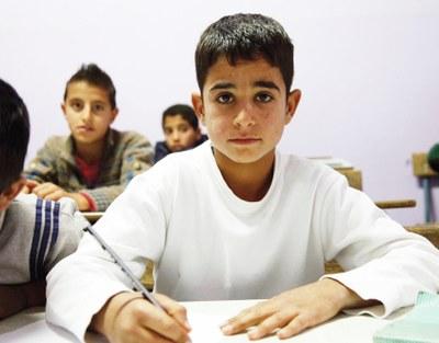 Classe au Liban, dont un jeune réfugié syrien