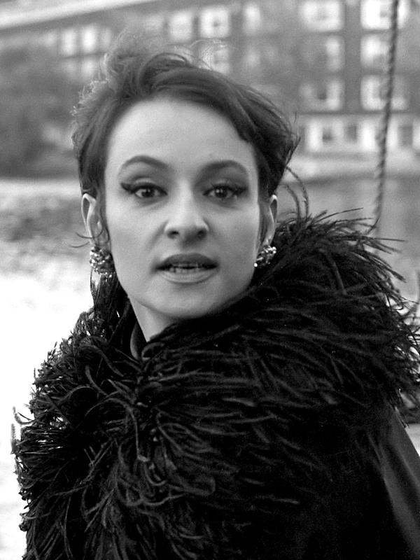 BARBARA (la chanteuse, née Monique Andrée Serf)